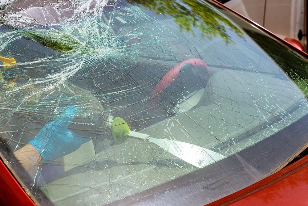Est-il dangereux de rouler avec un pare-brise fissuré? Le ...