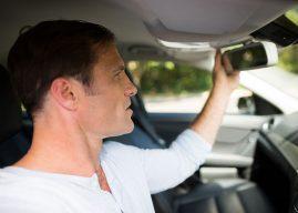 Comment remplacer le rétroviseur intérieur d'une voiture?