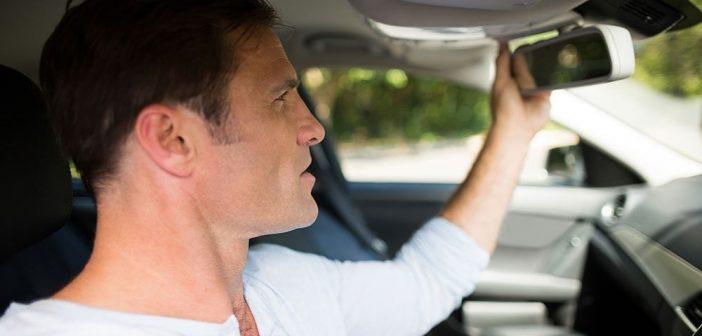 Comment remplacer le rétroviseur intérieur de voiture?