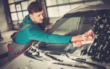 comment nettoyer l'extérieur de pare-brise voiture
